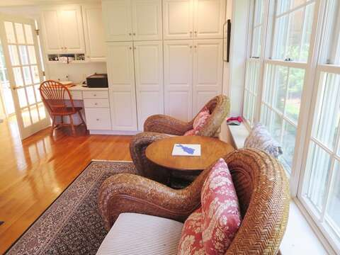 Sitting area and work station- WIFI included - 1789 Main Street Chatham Cape Cod New England Vacation Rentals