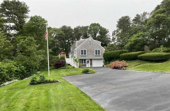 Large yard - bring your badminton set or croquet! - 1789 Main Street Chatham Cape Cod New England Vacation Rentals