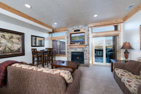 Living area with gas fireplace/TV/dining area