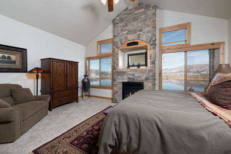 Master Suite/King with Gas Fireplace/TV