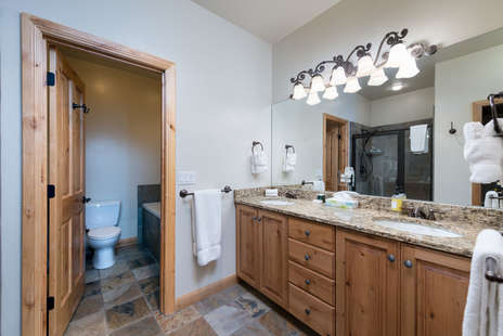 Master bath/ shower / jetted tub/ double sink vanity