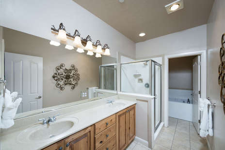 Master Bath/double vanity/jetted tub/shower