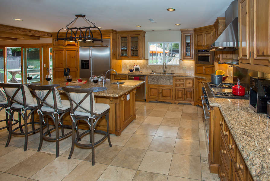 Spacious Kitchen with every amenity