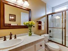 Tub/shower combo in the master.