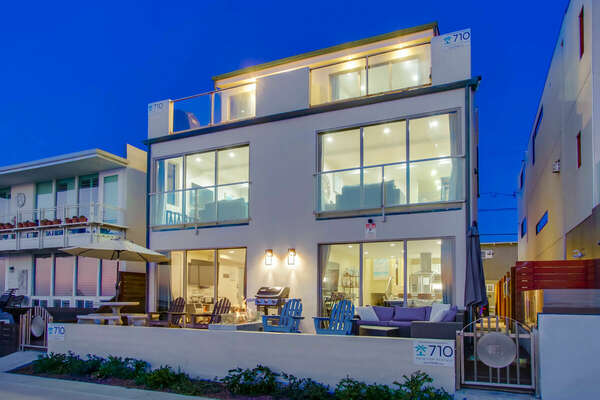 A nighttime picture of this San Diego vacation home rental.