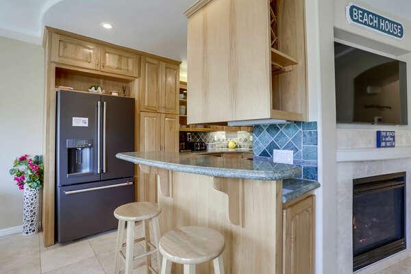 Breakfast Bar in Kitchen - 2nd Floor