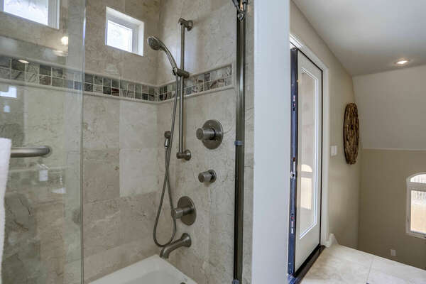 Shared Full Bathroom - 3rd Floor
