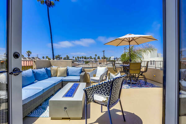 3rd Floor Deck w/ Outdoor Dining, BBQ, Fire Pit & Lounge Seating