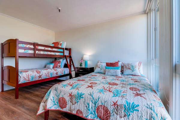 Guest Bedroom- Queen bed and Twin/Twin bunk beds