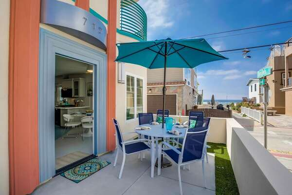 San Diego Vacation Rental Includes Outdoor Dining Table.