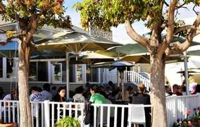 The Cottage - a La Jolla favorite restaurant is 2 minutes walk away.