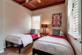Third bedroom with two twin beds.
