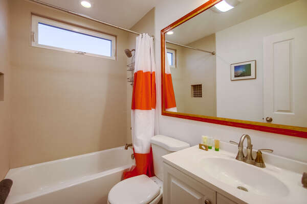 Main bathroom with shower/tub combo, hallway access