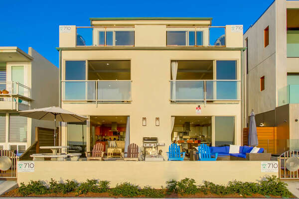 Exterior of this San Diego vacation home rental as seen during the day.