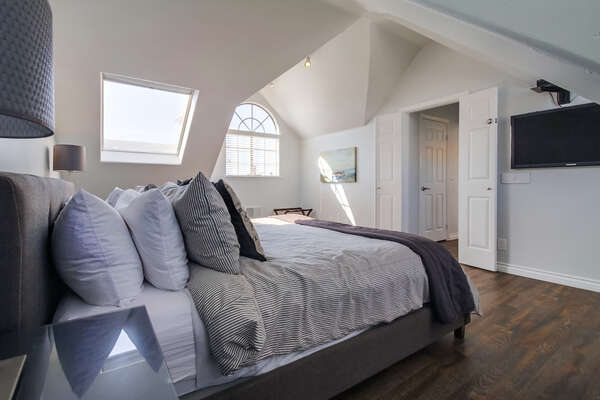 Master bedroom, king sized bed