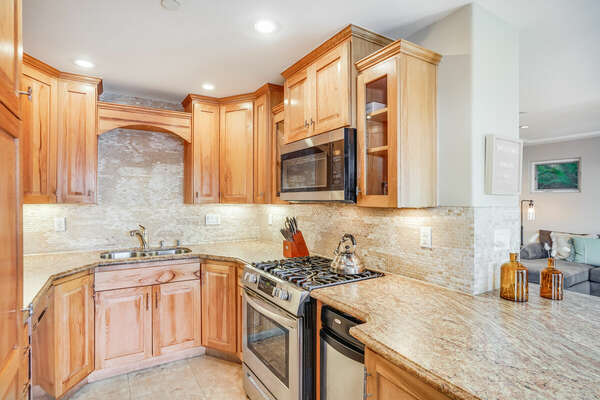 Fully Equipped Kitchen w/ Bar Top Seating - 1st Floor