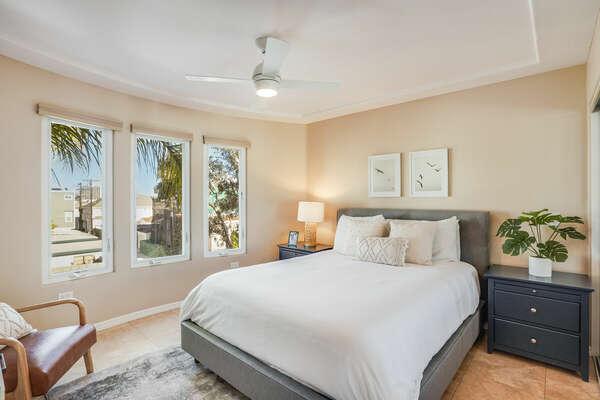 Guest Bedroom w/ Queen & En-Suite - 3rd Floor East