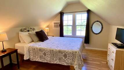Upstairs queen bedroom in cottage unit at the Columbia River House