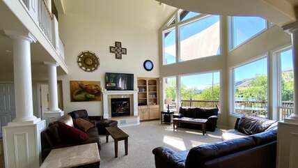 Spacious Living Room in the Main House with View of the Columbia River
