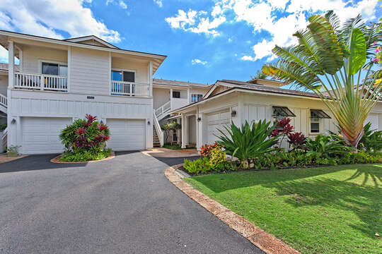 The front of this Ko Olina condo rental, with driveway leading to the garage.