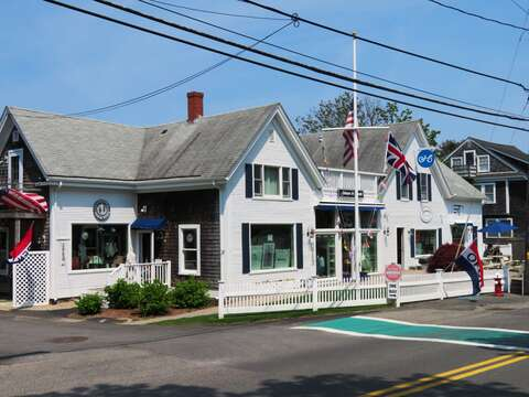 Next door is awesome coffee, NY style bagels along with yummy sandwiches! Chatham Cape Cod New England Vacation Rentals