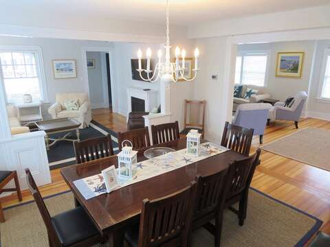 Table expands on either end!  388 Main St-Chatham Cape Cod New England Vacation Rentals