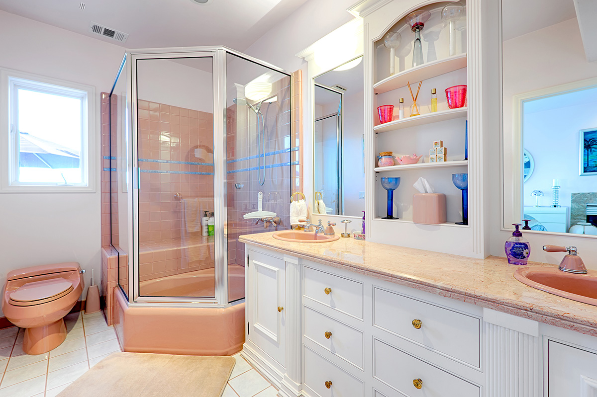 Shared bathroom for Green and Pink Bedrooms with Jetted Tub, shower, double sinks, access from both hall and Pink Bedroom