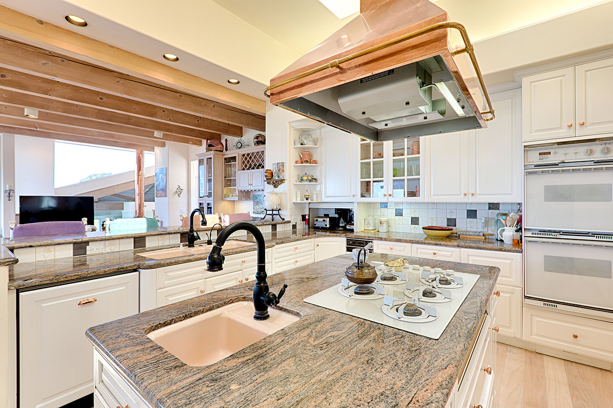 Spacious kitchen with double ovens, gas stove with a one of a kind copper vent