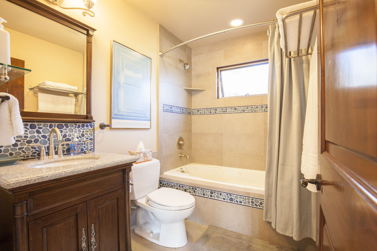 Second suite bathroom with jetted tub