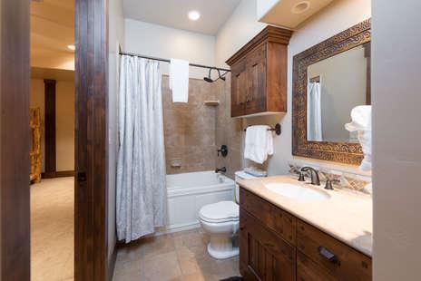 4th Bedroom en-suite full bath
