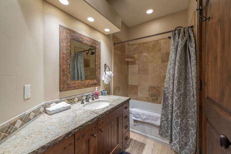 2nd Bedroom/ en-suite full bath