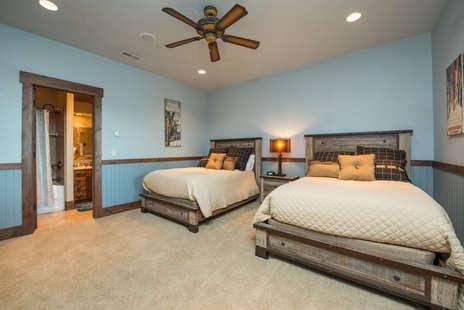 5th Bedroom/2 queens