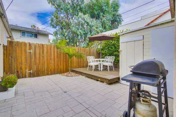 Outdoor Patio with BBQ, table, 4 chairs and a sun umbrella