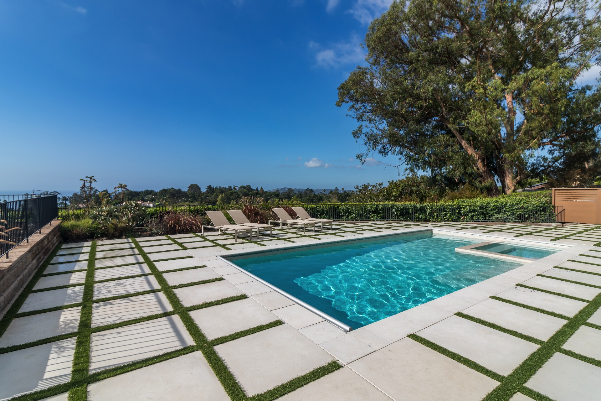 Ocean view south facing pool with great sun exposure.