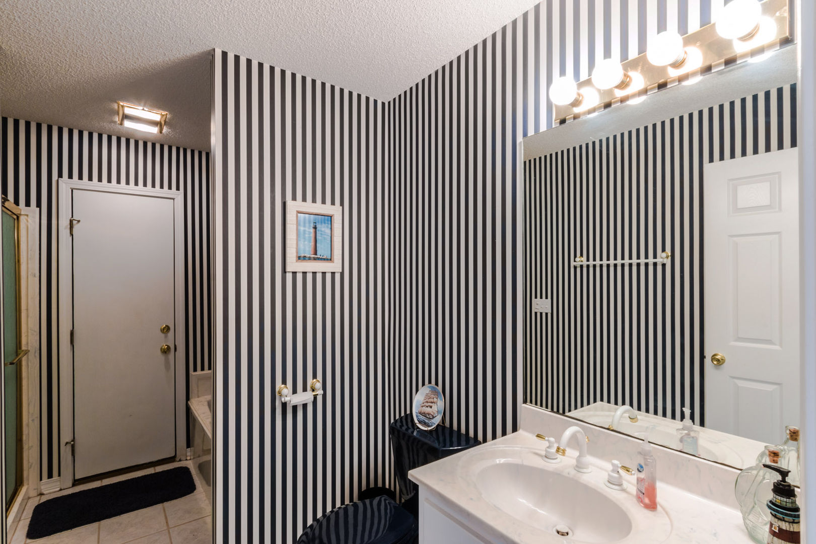 Common Bathroom with vanity sink.