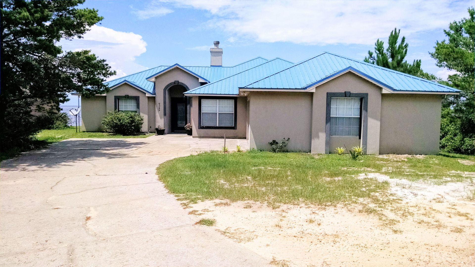 Entrance of this Vacation Home in Fort Morgan AL from road with plenty of parking for your stay.