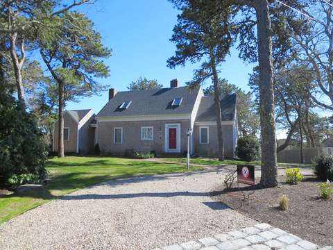 Plenty of parking in a half circle driveway for 4 cars! 93 Pine Ridge Road Chatham Cape Cod New England Vacation Rentals