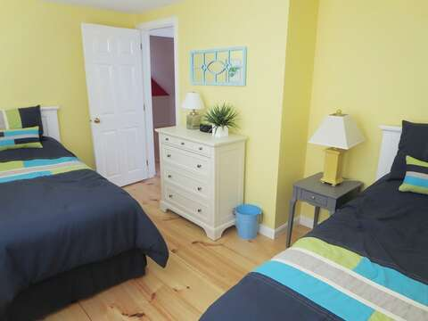 Twin beds in 2nd floor bedroom - 93 Pine Ridge Road Chatham Cape Cod New England Vacation Rentals