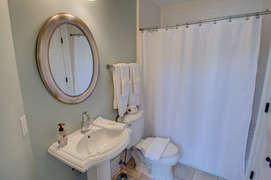 Second floor king Full bath with tub/shower combination
