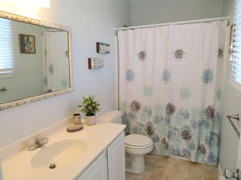 bathroom #2 with tub and shower-Ensuite to Master bedroom - 53 Little Beach Road Chatham Cape Cod New England Vacation Rentals