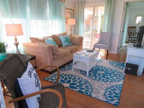 Coastal cottage with comfy seating and pull out couch - 46 Little Beach Road Chatham Cape Cod New England Vacation Rentals