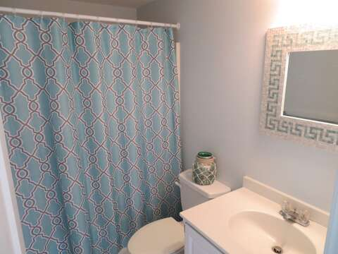 Full bathroom with tub and shower - 46 Little Beach Road Chatham Cape Cod New England Vacation Rentals