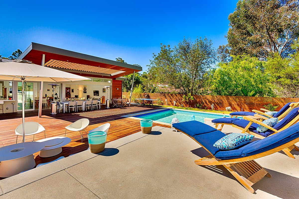 The lounging deck gives a nice view to admire this modern masterpiece