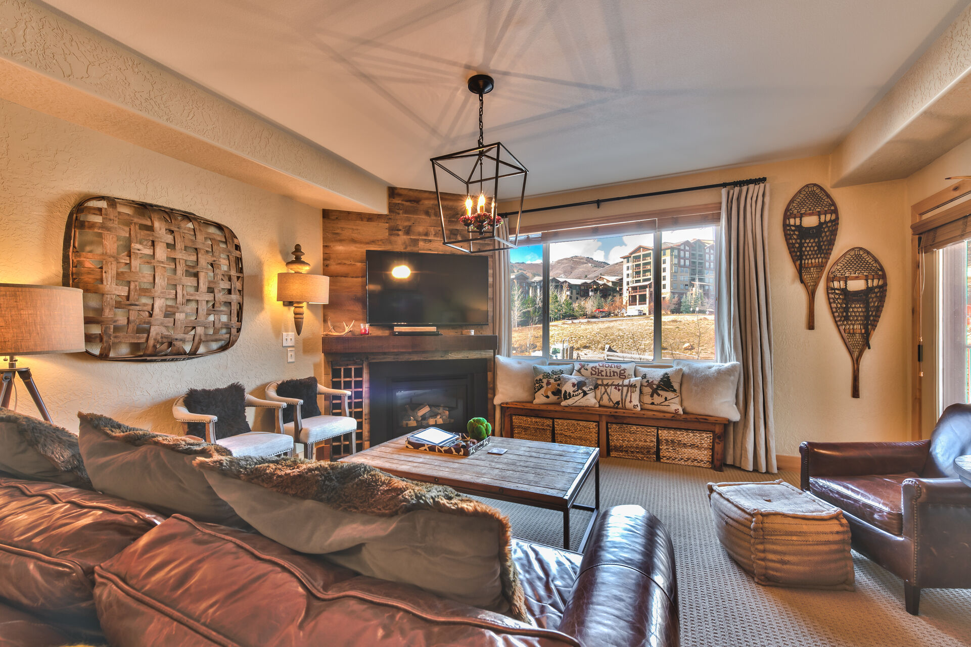 Living Room with Comfortable Furnishings, including a Sofa Sleeper, Gas Fireplace, TV and Mountain Views