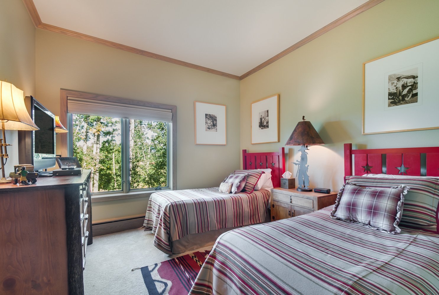 Bedroom with two twin beds with red headboards