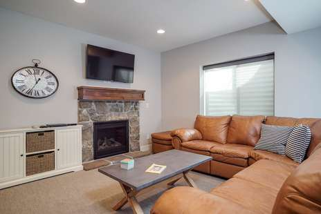 Lower Level Living/gas fireplace