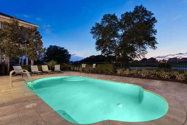 No neighbors behind the pool, only gorgeous views!