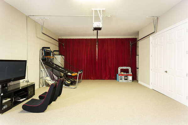 Bonus games room with PlayStation 3, Basketball and more
