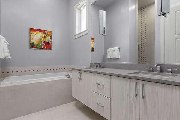 Ensuite bathroom to master suite 5