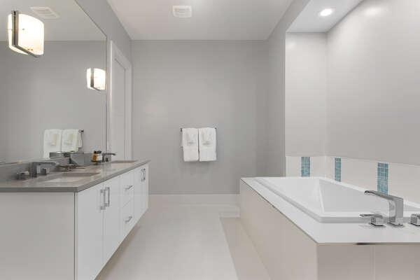 Ensuite bathroom to grand master suite 3